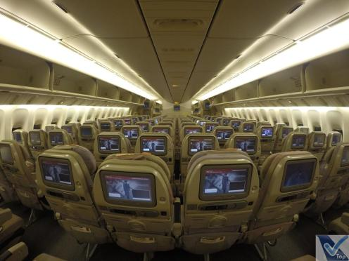 Inside-Cabine-777-Emirates-Econômica