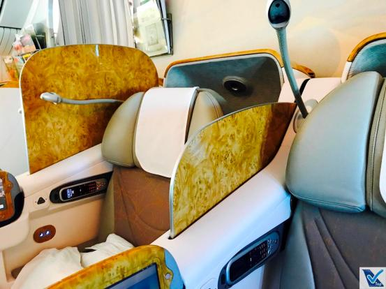 Poltrona - B777 - Emirates Business Divisória 2