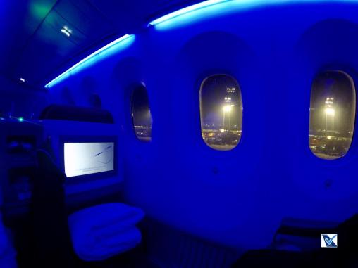 Inside - B787 - Business - LATAM - SCL AKL - Luz Azul 2