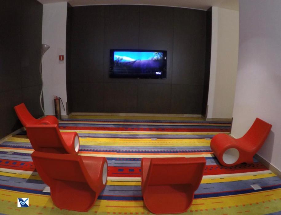 Sala VIP - SCL - LATAM - Sala TV