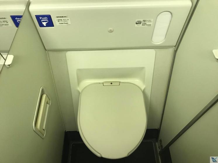 Banheiro - B767 - JAL - Vaso