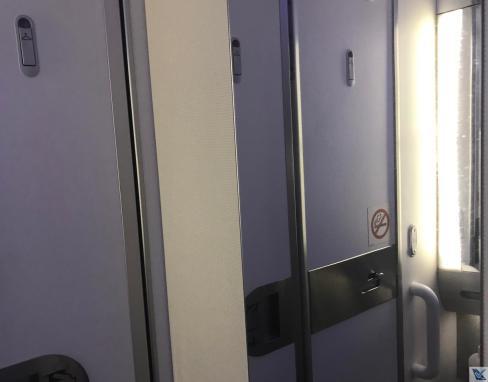 Banheiro - B787 - Scoot - Espelho