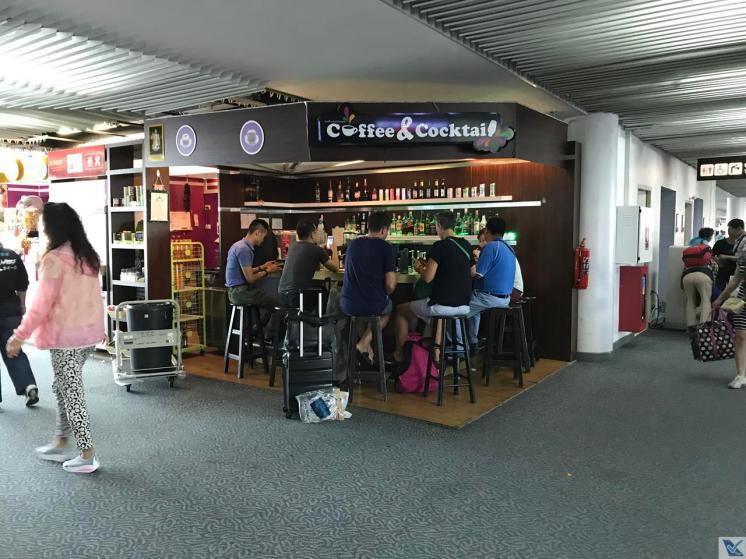 DMK - Saguão Embarque - Café