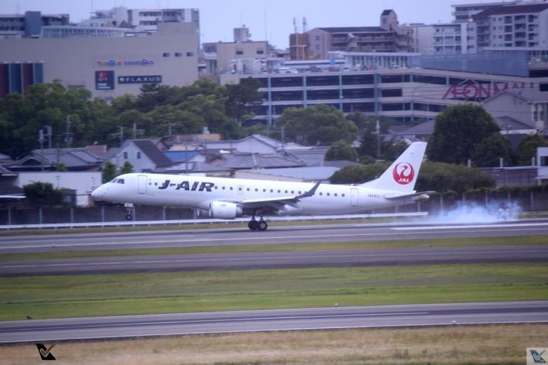 JAL - E-190 - Foto