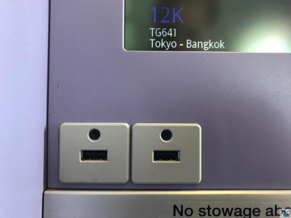 Portas USB - B777 - Thai