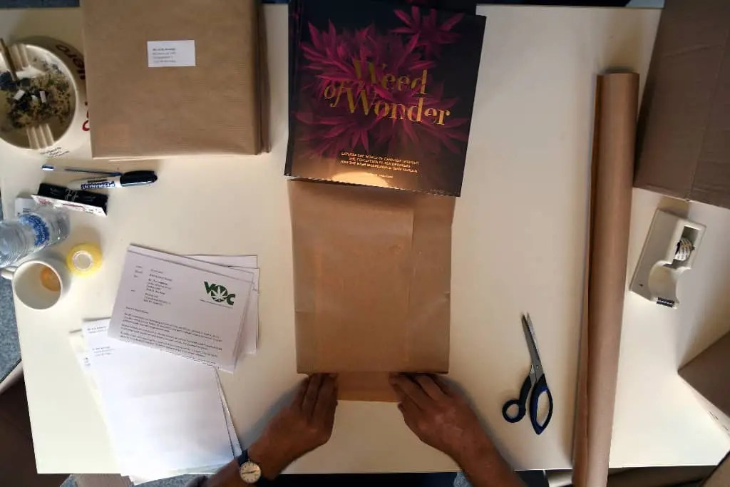 Weed of Wonder inpakken stichting VOC