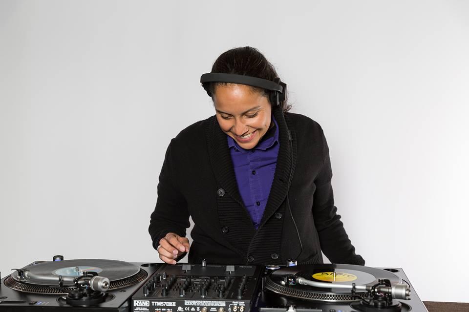 Sandra Suave DJ2