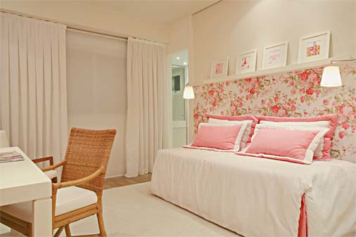 fashionable-pink-bedroom