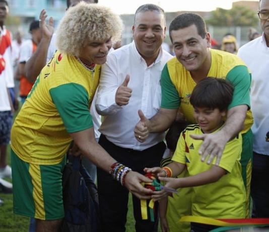 Con partido inaugural que contó con la presencia del 'Pibe' Valderrama, Gobernador de Bolívar entrega nueva Unidad Deportiva de Los Calamares