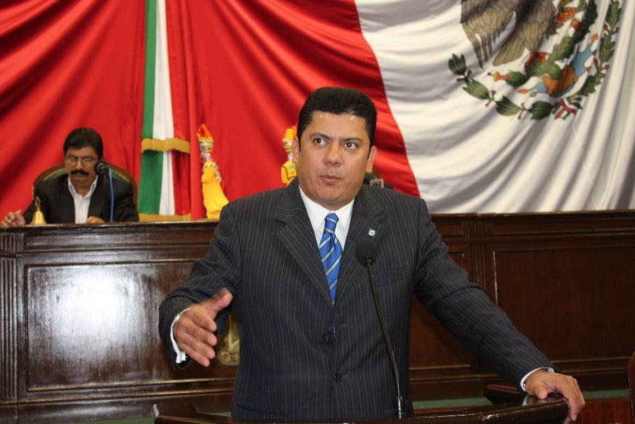 El presidente de la Mesa Directiva, Edmundo Javier Bolaños