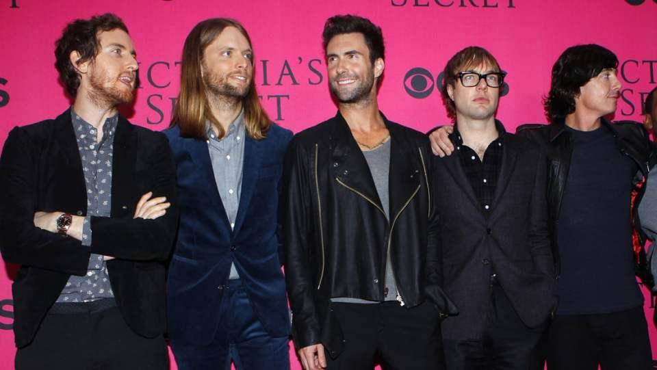 Arrestan al bajista de Maroon 5, Mickey Madden, acusado de ...