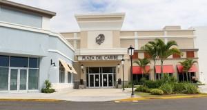 Una de las entradas del centro comercial Plaza del Caribe.