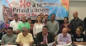 Los partidos políticos de oposición, sindicatos y grupos comunitarios repudiaron la propuesta de privatización de instalaciones poncheras.