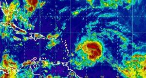 La onda tropical está localizada a aproximadamente 300 millas al este de la isla de Barbados.