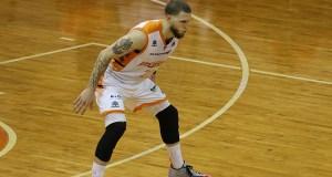 Benito Santiago, Jr., juega con los Atléticos de San Germán en el Baloncesto Superior Nacional. (Voces del Sur)