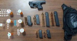Durante el allanamiento en la urbanización Mariani en Ponce la Policía ocupó una pistola Glock, municiones y drogas.
