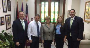 El senador Nelson Cruz también estuvo presente en la reunión con los representantes.