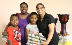 Jasmín Santiago Rodríguez aseguró que sus dos hijas han mejorado su desempeño escolar gracias al Programa de Música.