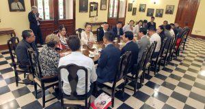 El grupo de inversionistas de reunió con la alcaldesa de Ponce.
