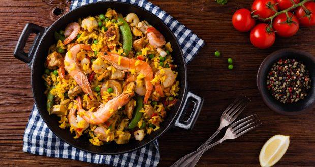 La paella es uno de los platos más reconocidos de la gastronomía española.