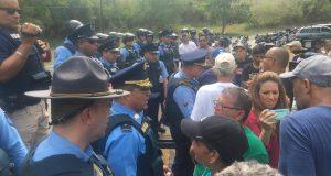 La Policía restringió el espacio donde los ciudadanos podía expresar su oposición al depósito de cenizas en Peñuelas.