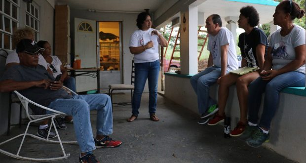 Los residentes del sector Playita de Salinas discutieron las opciones que tienen en su lucha para detener la instalación de una torre de telecomunicaciones.