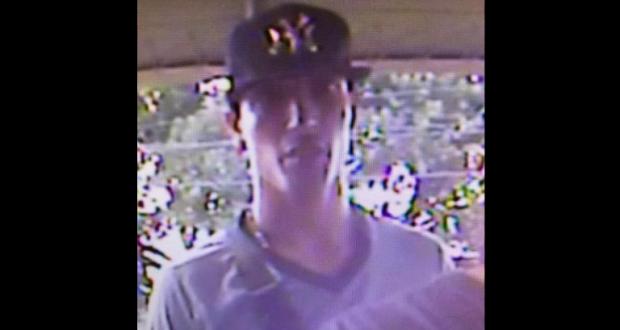 La Policía de Puerto Rico solicitó la ayuda de la ciudadanía para dar con el paradero de un hombre que perpetró un robo frente a un banco en Arroyo.