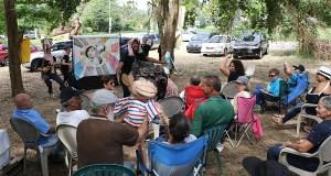 La compañía de teatro Y no había luz también se presentó en el Campamento contra las cenizas de carbón en Peñuelas. (Voces del Sur)