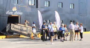Pasajeros del crucero Prinsendam visitaron por par de horas el casco urbano de Ponce.