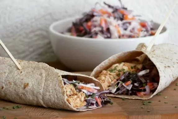 pulled chicken wraps met koolsla