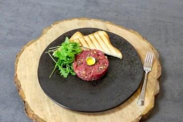 steak tartaar met kwartel ei