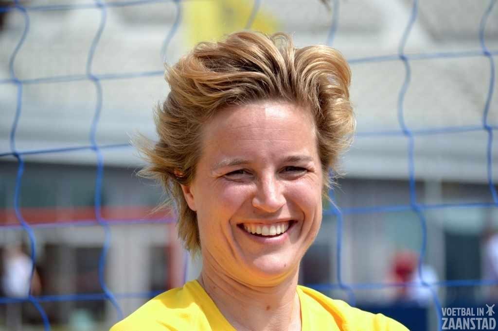 Daphne Koster tekent bij AJAX contract voor onbepaalde tijd
