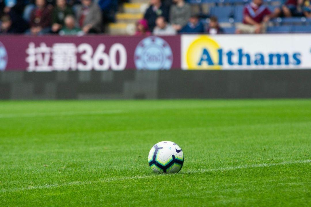 Voetbalreis Premier League boeken? Dat kan via Voetbalsteden.com en onze partners. Laat de bal maar rollen tijdens een van de vele Premier League wedstrijden.