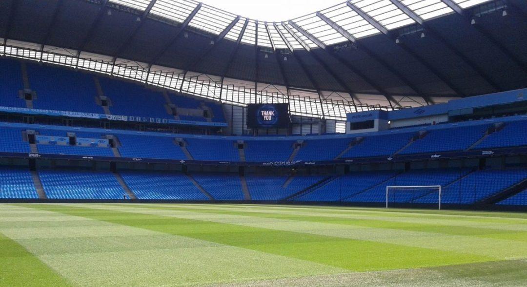 Een leeg Etihad Stadium, tijdens een voetbalreis naar Manchester mag een bezoek aan het voetbalstadion zeker niet ontbreken. Het stadion heeft ''Skyblue'' gekleurde stoeltjes wat overeenkomt met het tenue van Manchester City.