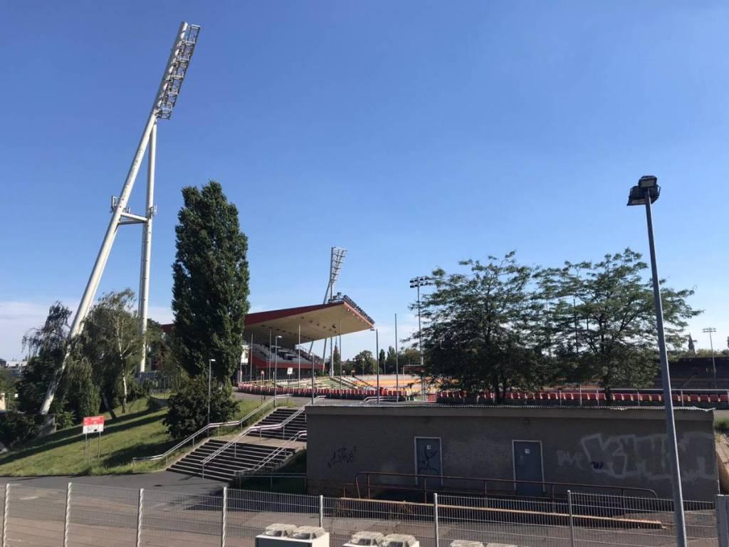 Het Voetbalstadion van BFC Dynamo die de zomer van 2020 waarschijnlijk niet gaat overleven. Hierdoor gaat BFC Dynamo wel terug naar hun oude voetbalstadion.