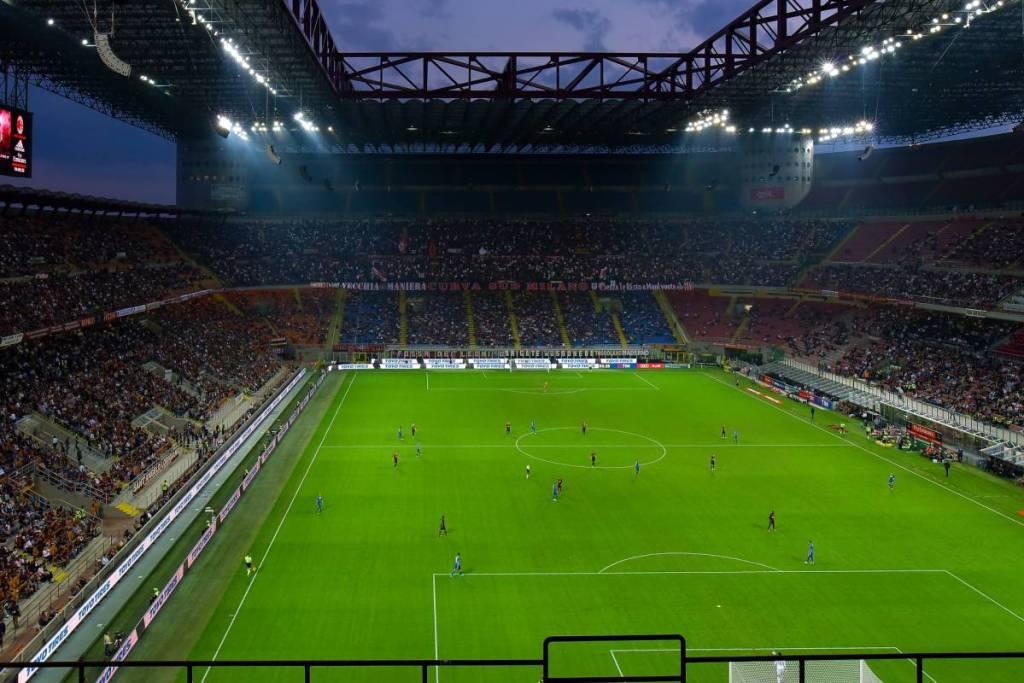 San Siro gevuld tijdens een voetbalwedstrijd in Milaan. Het voetbalstadion is de laatste jaren doorgaans matig gevuld.