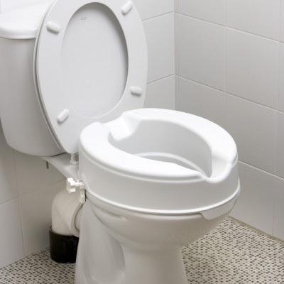 Монтаж, закрепване на надстройка към тоалетна чиния