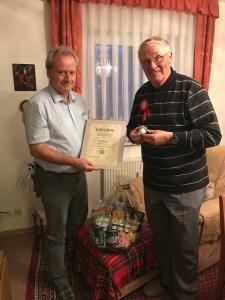 Peter Huy zum 75. Geburtstag mit Goldener Ehrennadel des VFV geehrt!