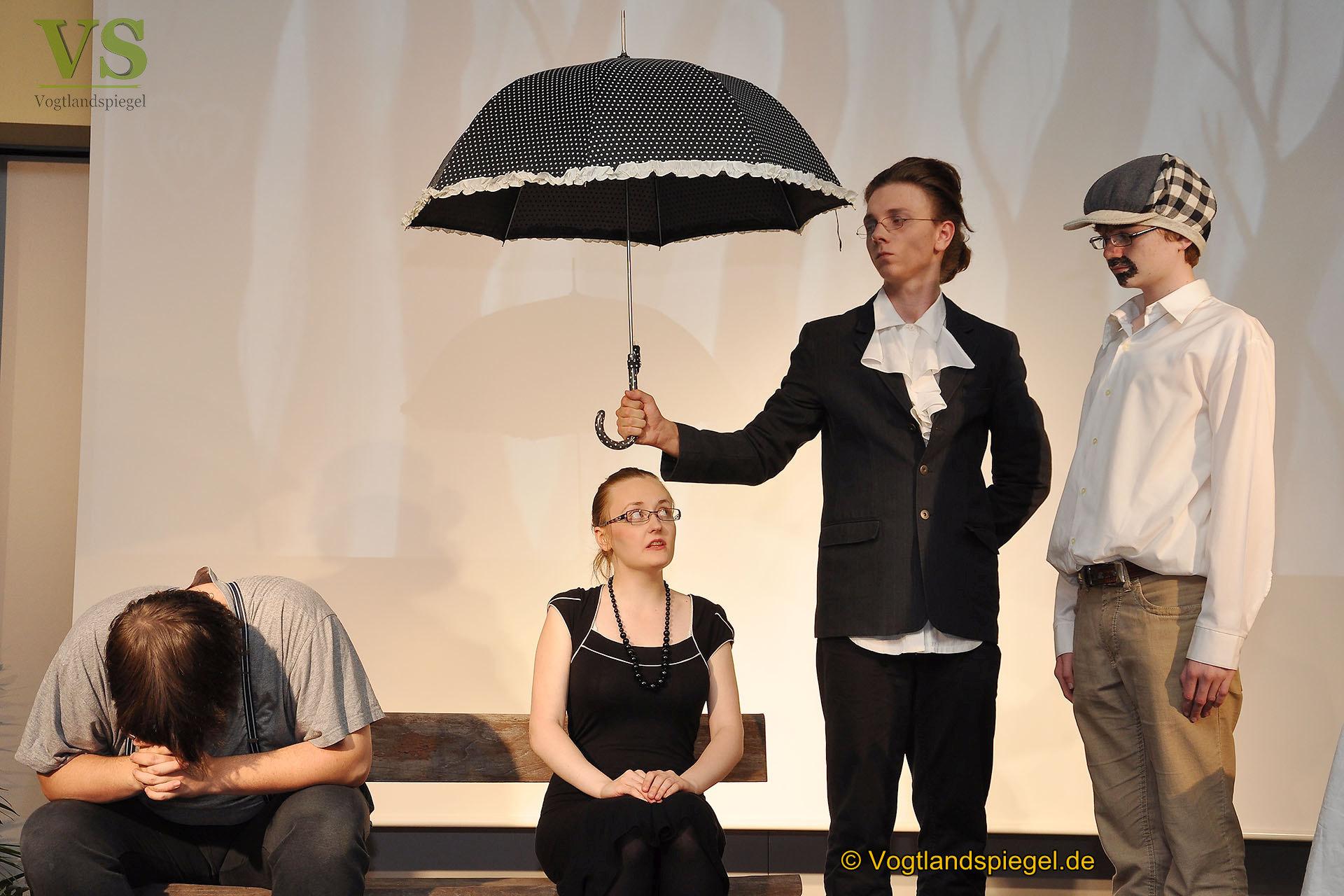 """Insgesamt vier Aufführungen von Friedrich Dürrenmatts Tragödie """"Der Besuch der alten Dame"""" absolvierte die Theater-AG des Greizer Gymnasiums."""