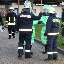 Kameraden der Greizer Feuerwehr bewiesen, dass sie auch bei einem Chlorgasunfall bestens gerüstet sind
