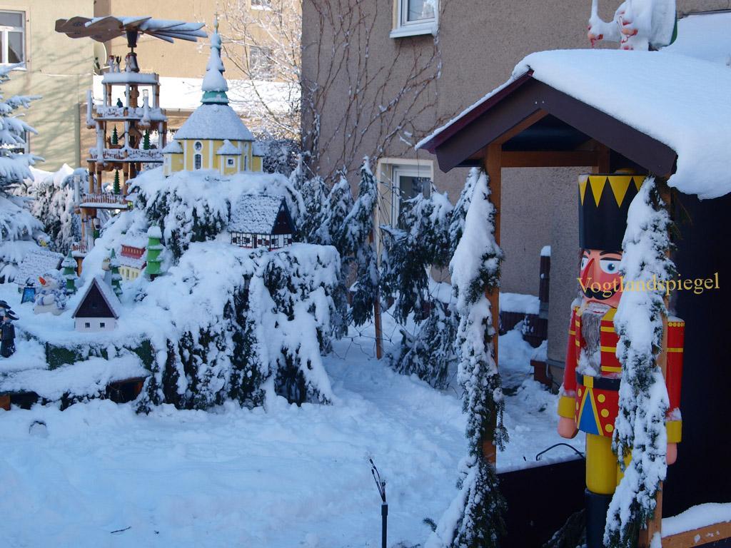 Neudeck's Vorgarten - ein vorweihnachtlicher Hingucker in Gommla