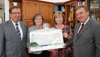 Spendenübergabe für Bergaer Schule