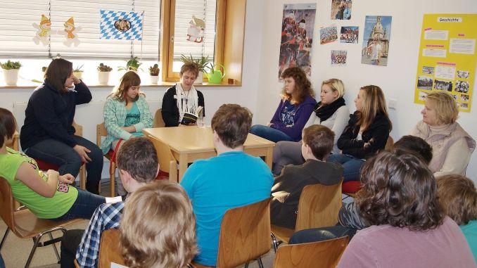 Hobbyautorin Susan Müller aus Triebes mit Lesung vor Greizer Schülern