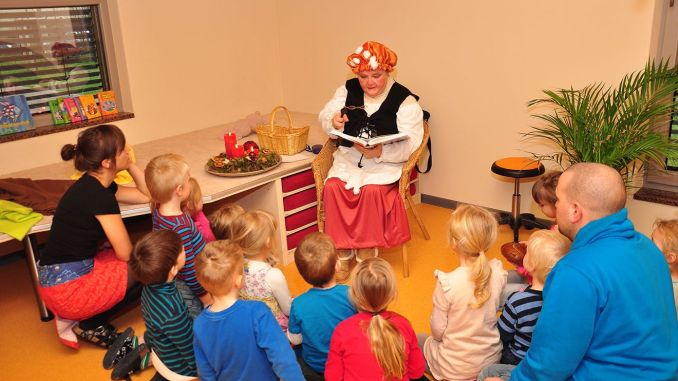 Frau Holle besucht Kinderhaus Am Elsterufer