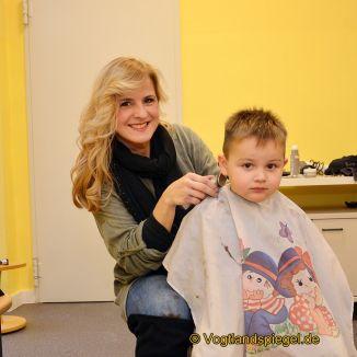 Kita Käte Duncker: Warteschlange beim Haareschneiden