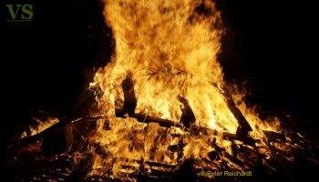 Gommla: Gemütliches Weihnachtsbaumverbrennen zum Jahresauftakt