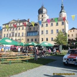 Die Teilnehmer der 36. ADAC – Oldtimer ausfahrt, wurde im Schlossgarten mit einem Festtaler empfangen