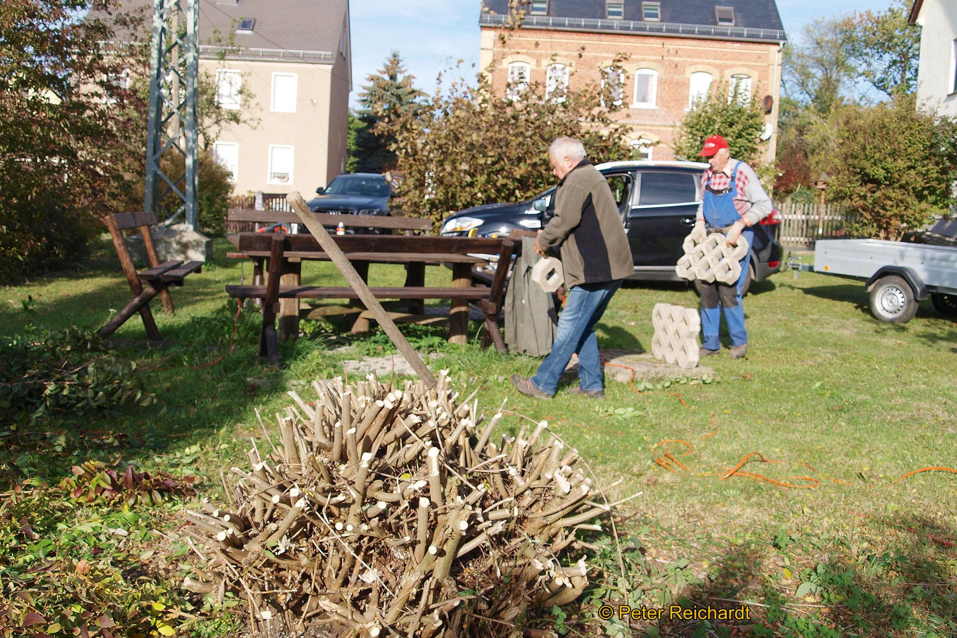 Gommla: Erfolgreiches Engagement beim Herbstputz und der Traditionspflege