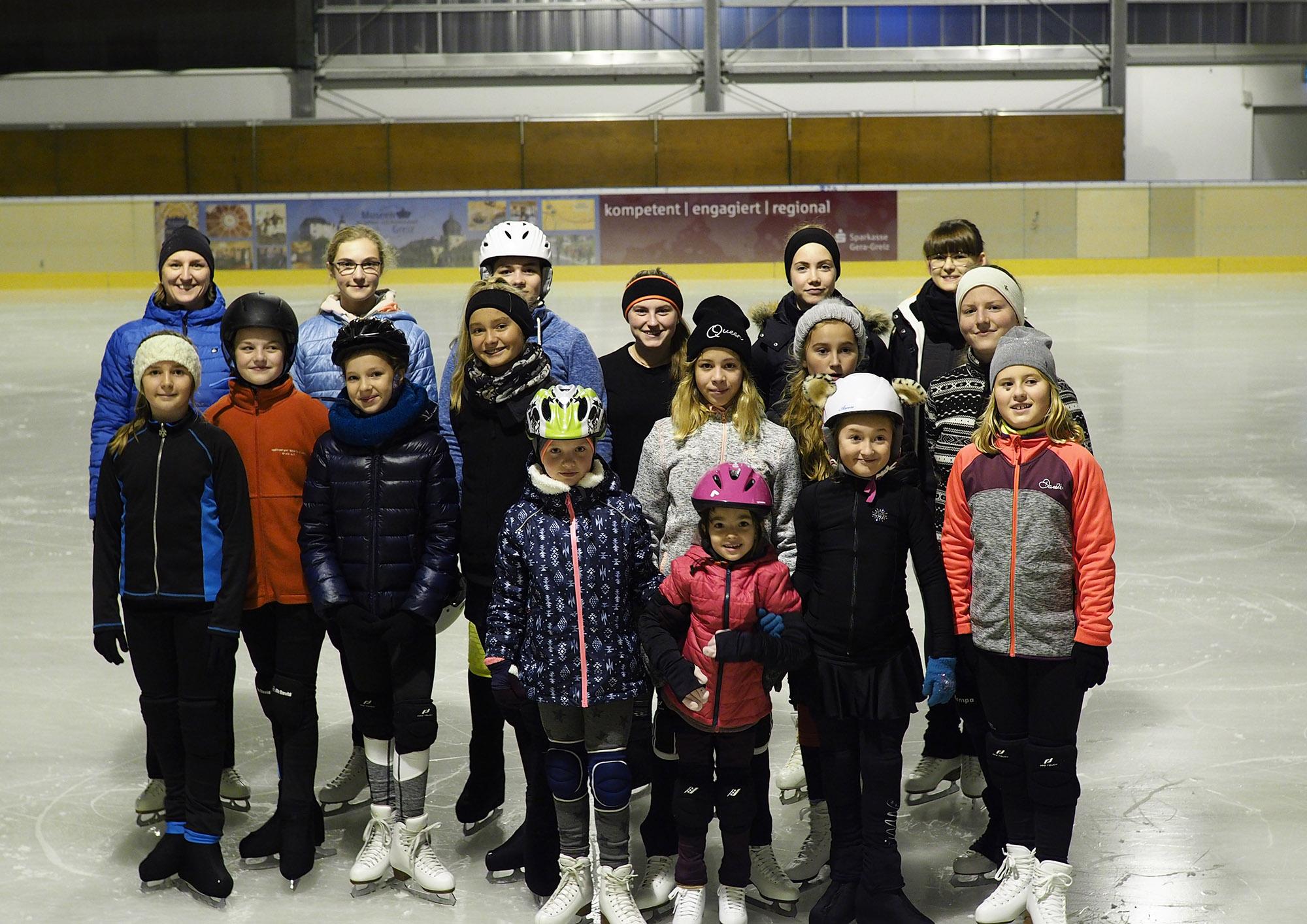 Saisonauftakt für Eiskunstläufer auf dem Greizer Eis