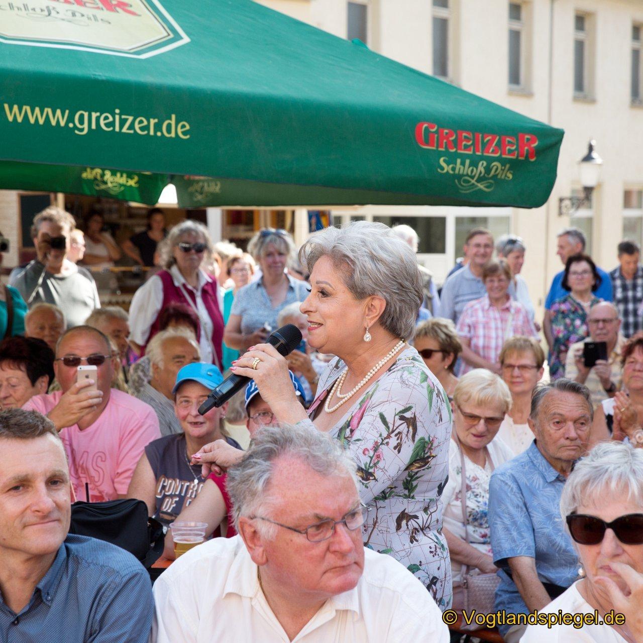 Czerwenka Finanz präsentiert auf den Greizer Markt Dagmar Frederic.